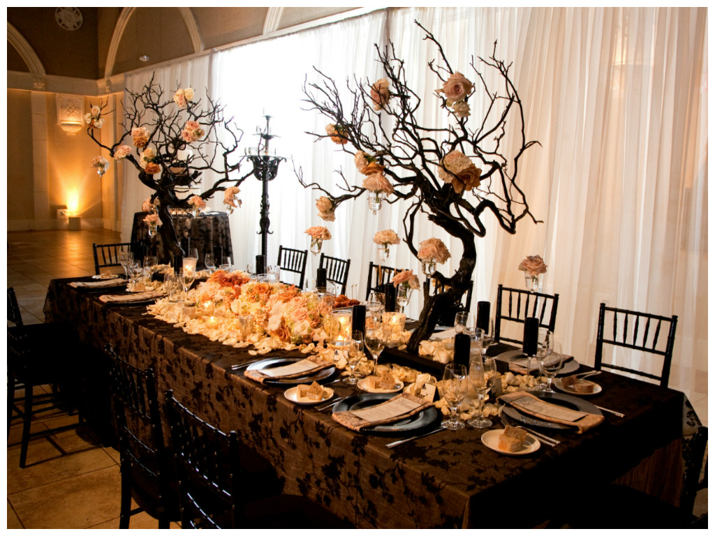 54cc55cb7470698754befffd_Black-Chandelier-Wedding20.jpg