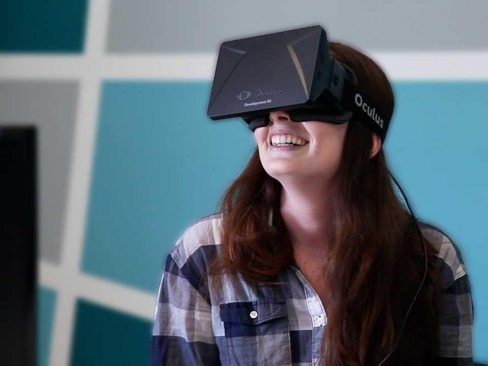 534cb70d7f7ce17d220008fe_sydney-kramer-business-insider-oculus-rift-8.jpg