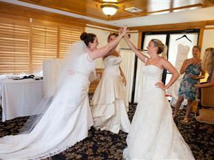 5489e188fe17ca027903d735_happy-brides.jpg