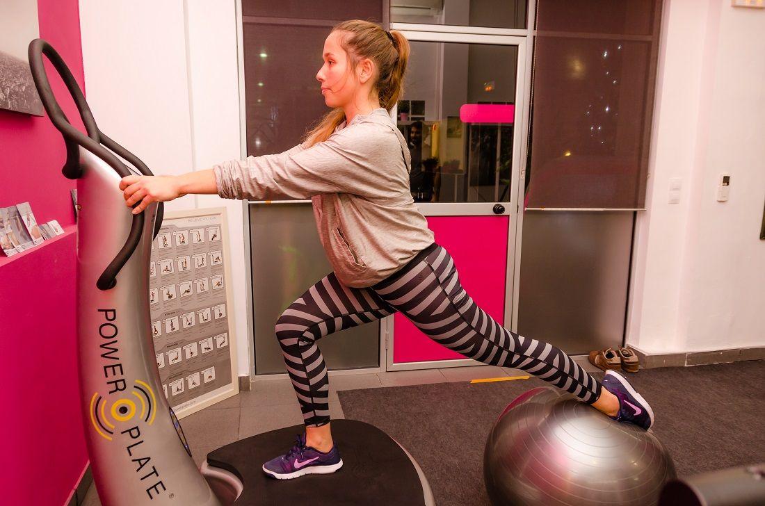 En F&M combinamos la Power Plate con el Pilates para tonificar y muscular