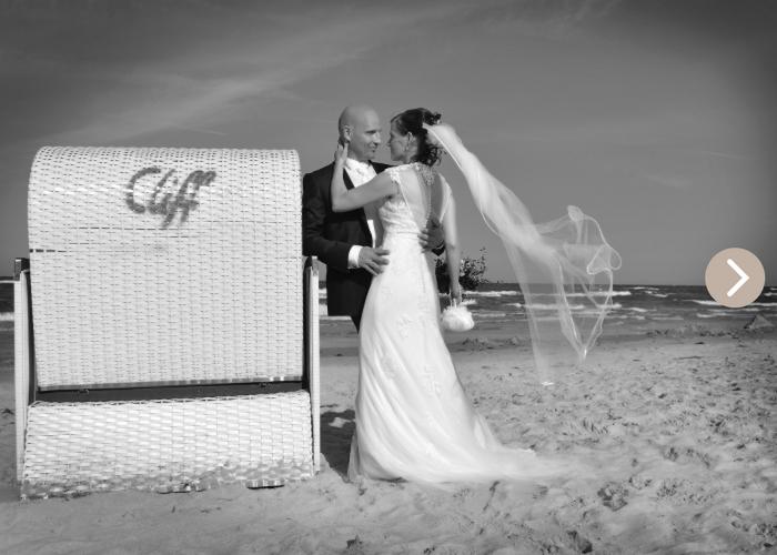 Hochzeitspaar am Strand auf Rügen