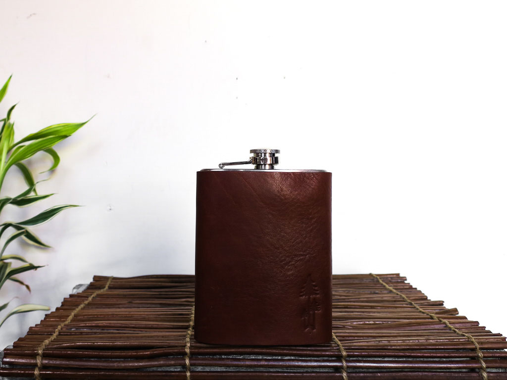 Uphill Designs - Bailey flask - English tan - large front