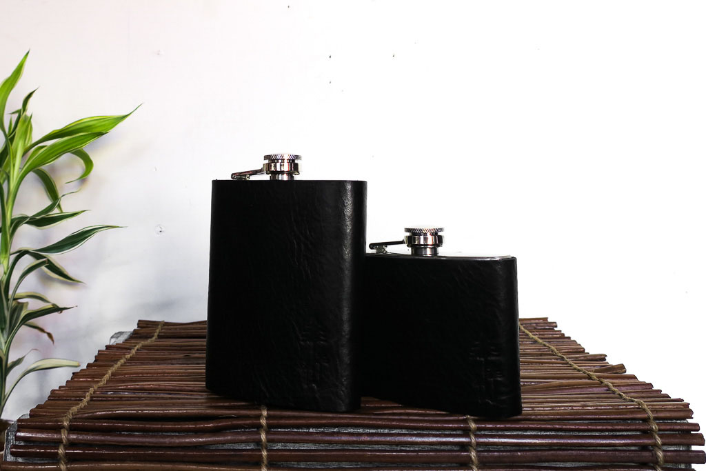 Uphill Designs - Bailey flask - onyx black - both sizes