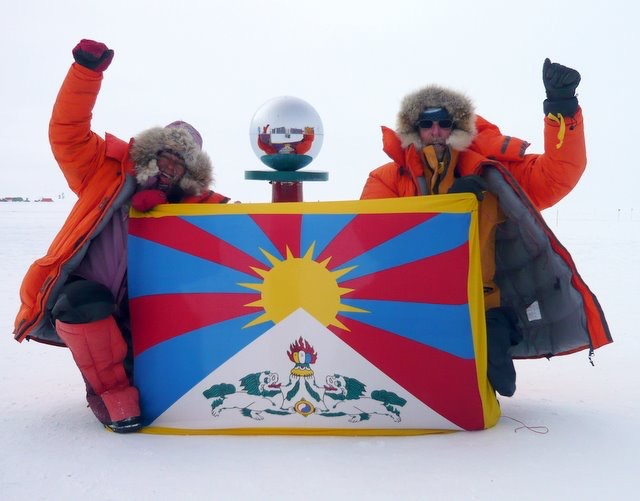 Tibetan flag flies at South Pole