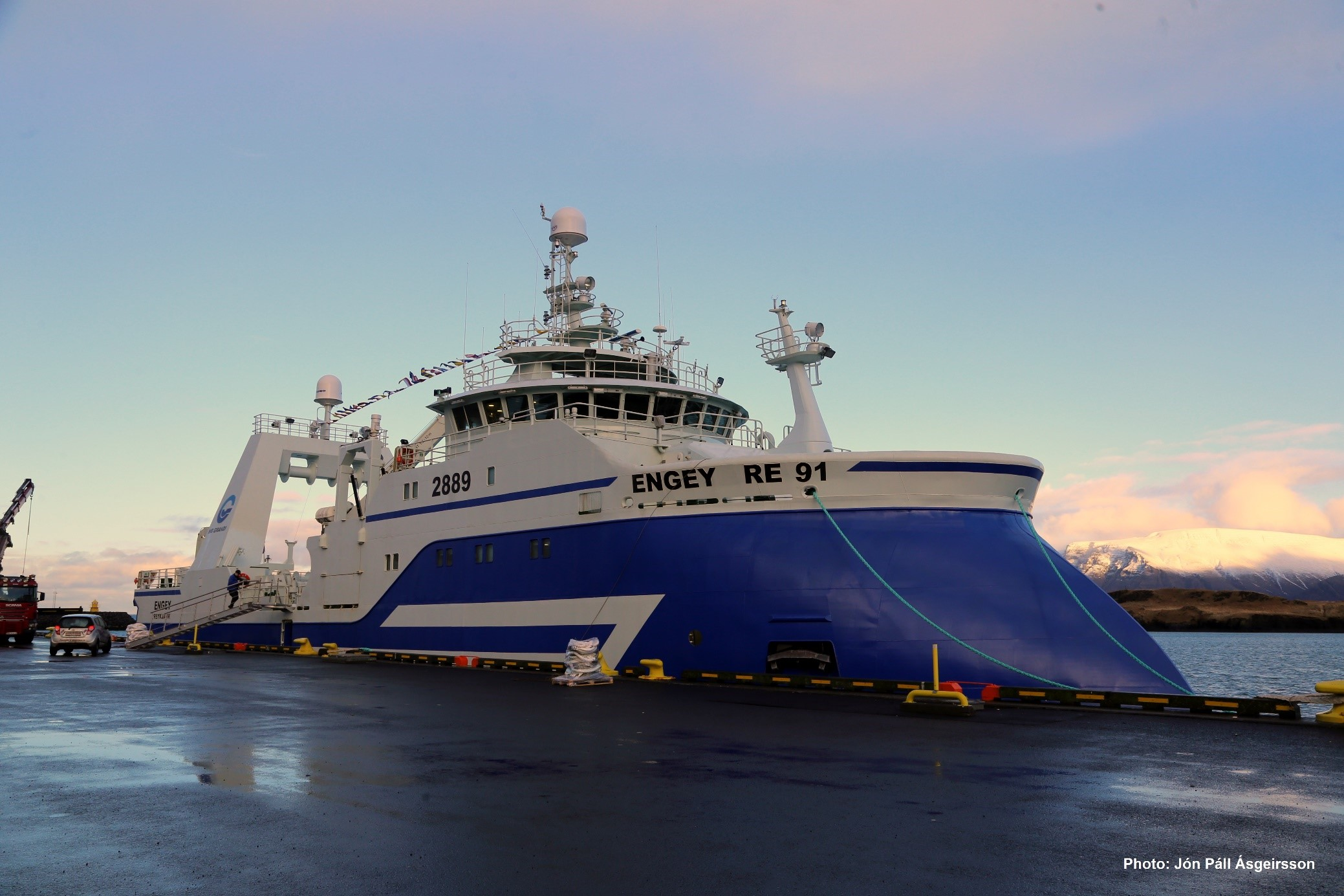 Engey - The World 's first trawler with unmanned fish hold.