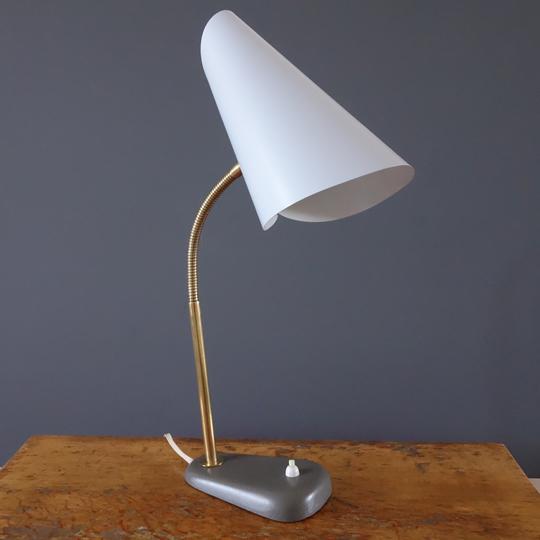 """""""Nun Hat"""" desk lamp"""