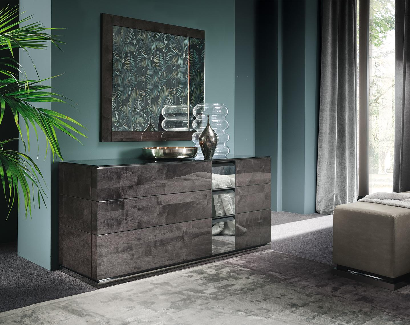 Heritage Bedroom - Dresser and Mirror